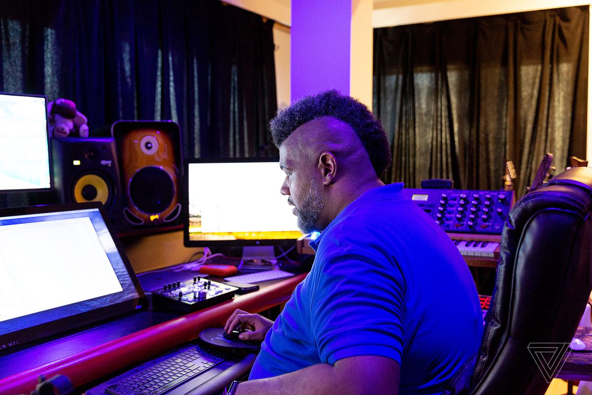 How this Grammy-winning producer turns his laptop into a studio