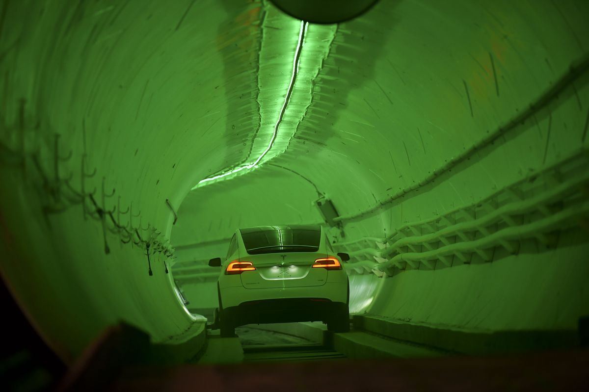 The Boring Company of Elon Musk presents the test tunnel in California