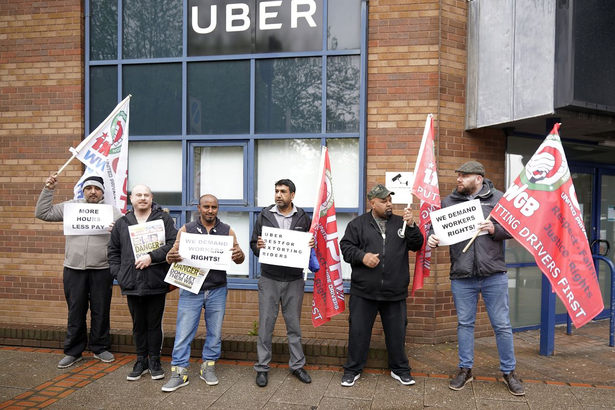 Uber drivers protest against the stock market flotation