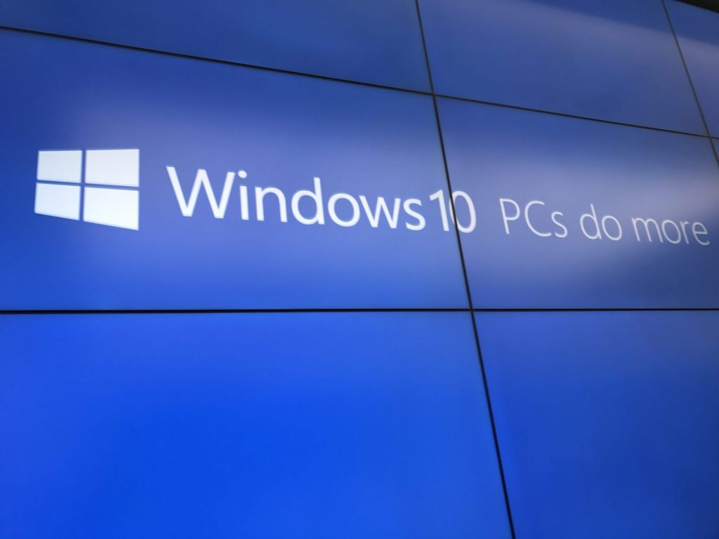 """Windows 10 news recap: Microsoft hired someone called """"Mac Book"""" to praise Surface Laptop 2, May 2019 Update on 11.4% of devices according to AdDuplex, and more"""