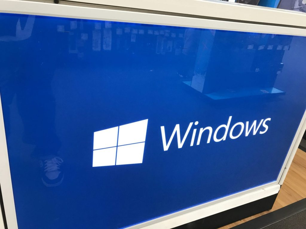 Windows 10 news recap: Microsoft Store gains a tabbed interface, Windows Phone 8.1 app store to be closed, and more