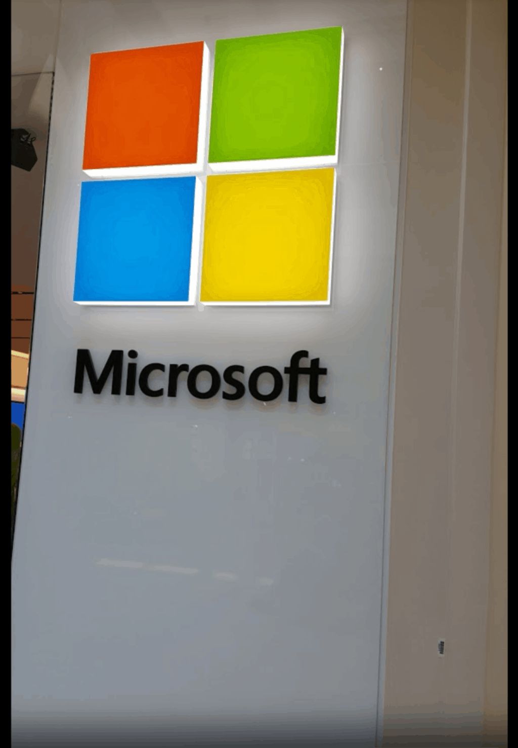 Microsoft news recap: Outlook to sync email signature across devices, Microsoft Authenticator can now backup to the cloud on Android, and more